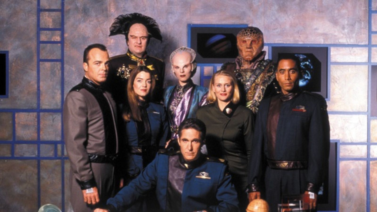The season 1 cast of Babylon 5