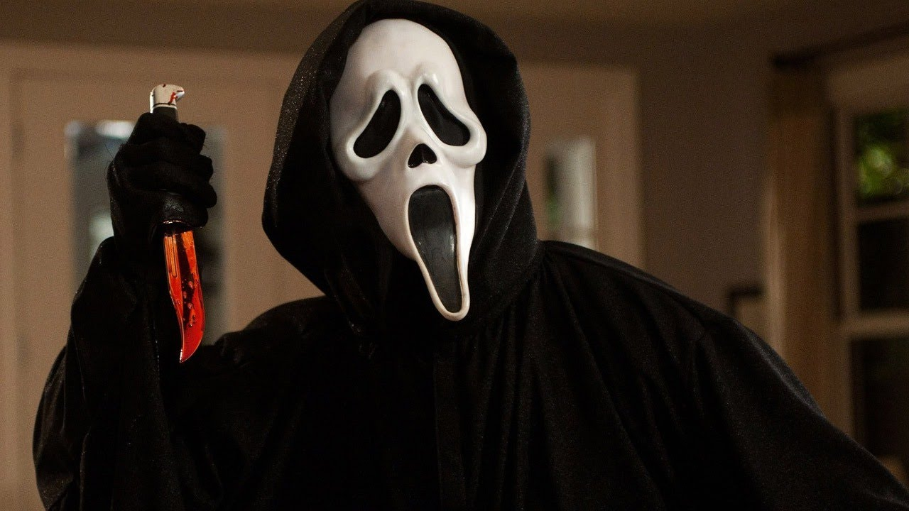 Scream antagonist, Ghostface holding a knife.
