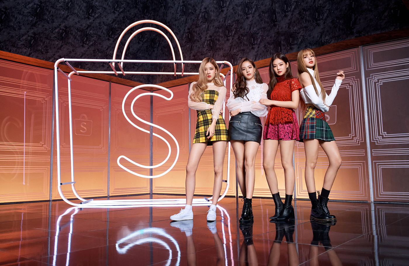 BLACKPINK collaborates with Shopee in a CF commercial.