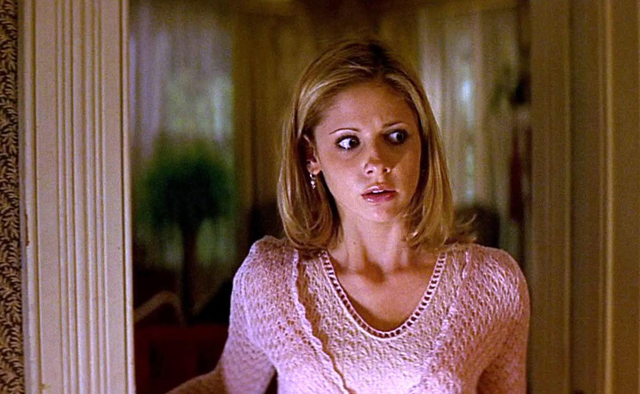 SCREAM 2 (1997) starring Sarah Michelle Gellar // Woods Entertainment.