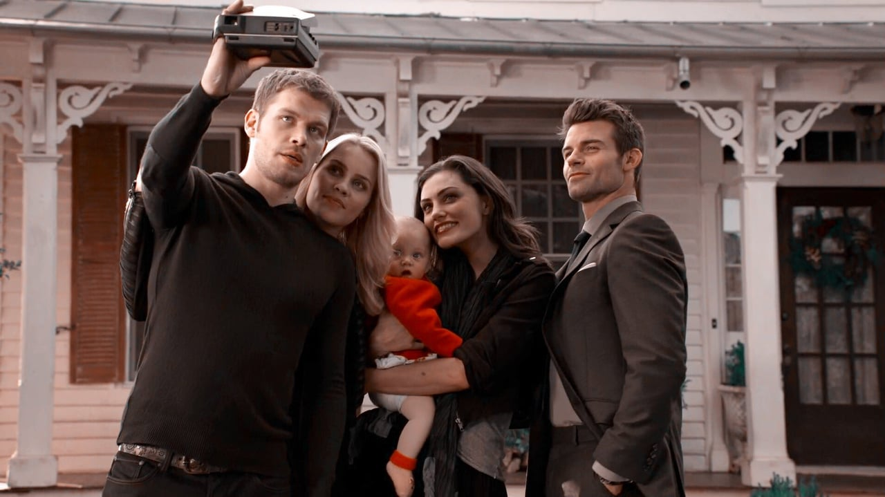 The Mikaelson's talking a selfie in season 2, episode 9 of the CW show, the Originals.