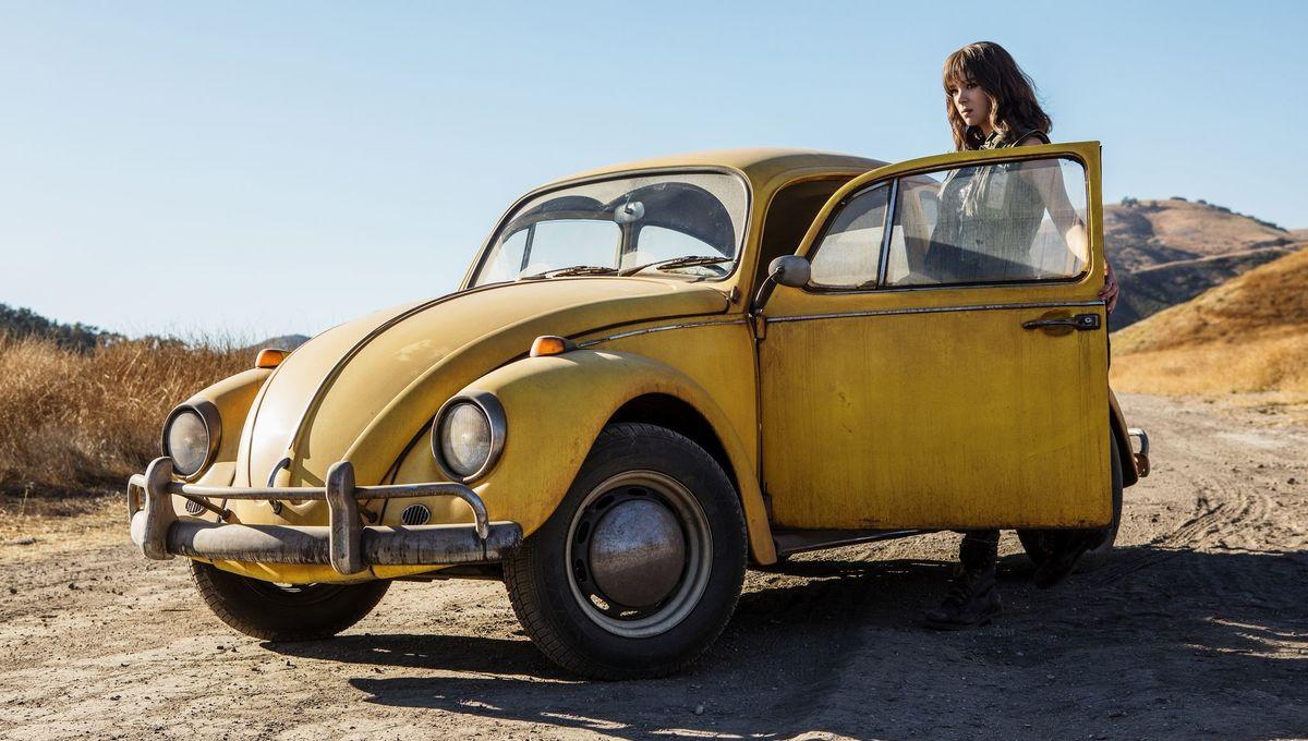 Charlie opening the door to Bumblebee in his Volkswagen alt-form.