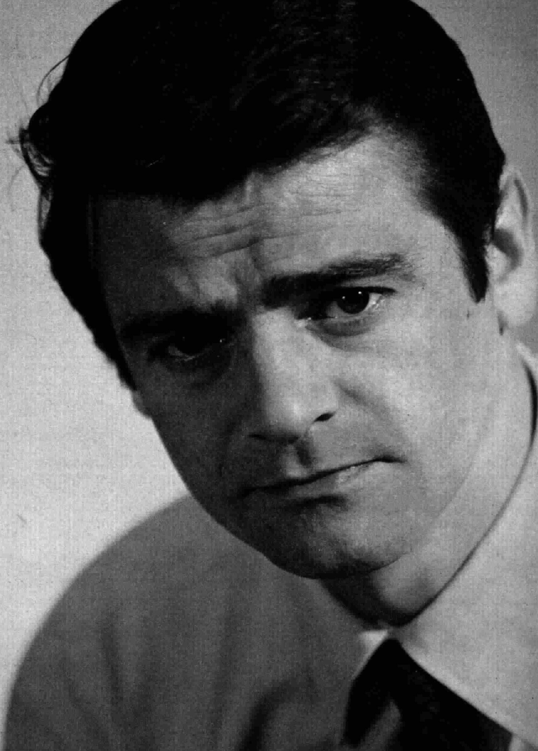 Headshot of an intense-faced Sergio Endrigo