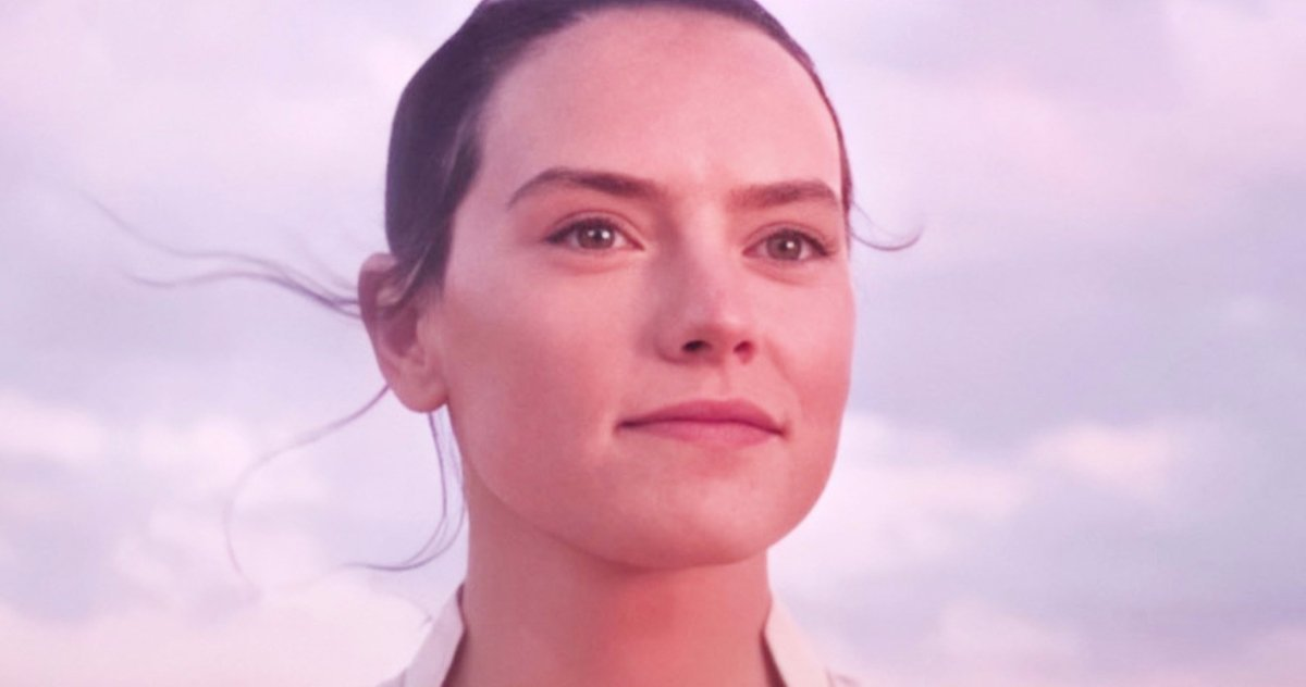 Rey on Tatooine giving her name as Rey Skywalker