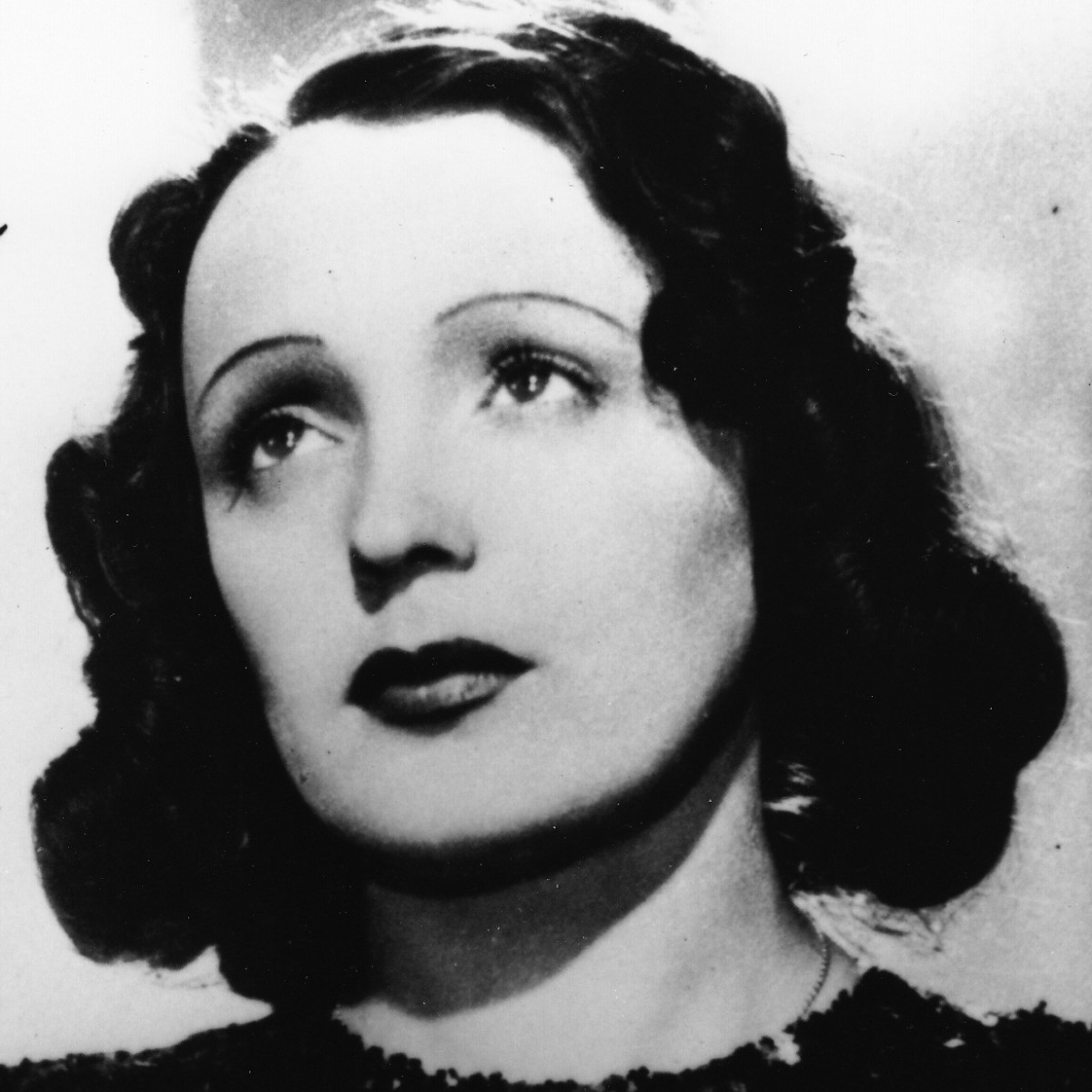 Edith Piaf headshot