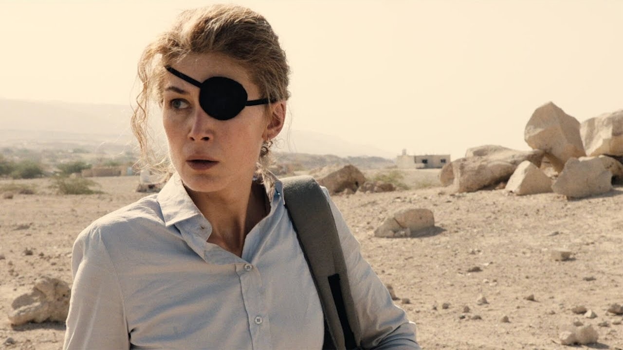 Rosamund Pike in her roll as the war correspondent, Marie Colvin in A Private War.