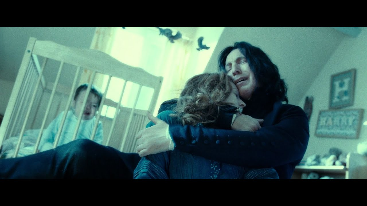 Snape holds Lily Potter's body in Godric's Hollow