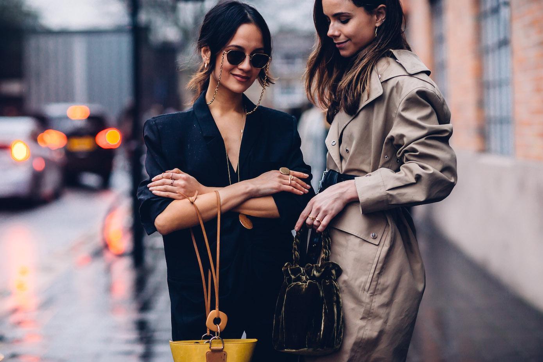 LFW AW18 moeez pearlearring closeup streetstyle girls