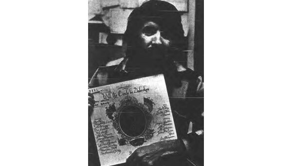 John McEuen of The Nitty Gritty Dirt Band poses in the WKNC studio with his band's popular LP, Will the Circle Be Unbroken. Photo published in Jan. 12, 1979 Technician.