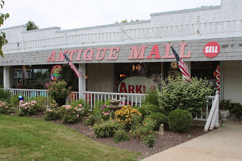 Roscoe Woodstock Antique Mall