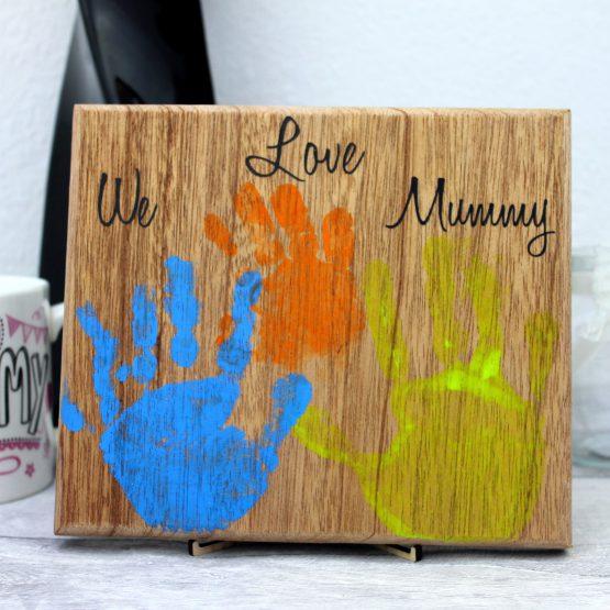 we-love-mummy-hand-print-plaque-mahogony