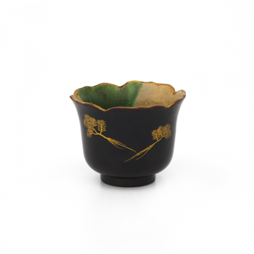 Japanese lacquered pottery bowl