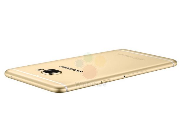 Samsung Galaxy C5 z boku. Jde tady hezky vidět, jak je telefon tenký