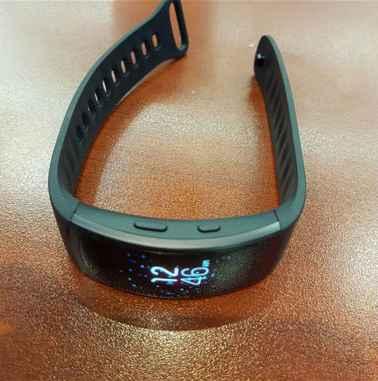 Gear Fit 2 a Gear IconX   únik na vlastní stránce Samsungu