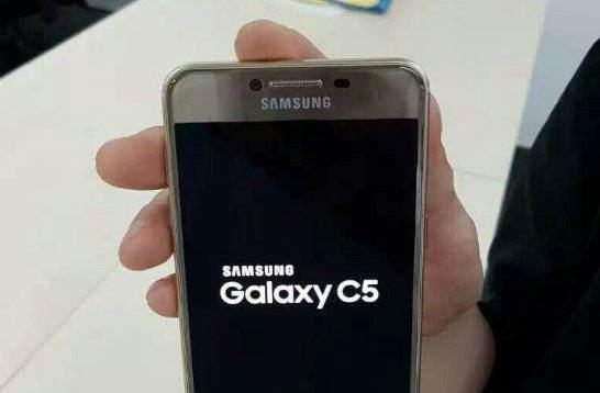 Samsung Galaxy C5   uniklé oficiální fotografie