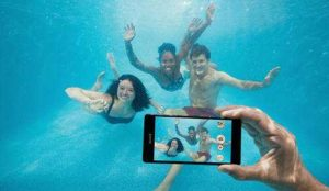 4 nejlepší vodě odolné telefóny pro léto 2016