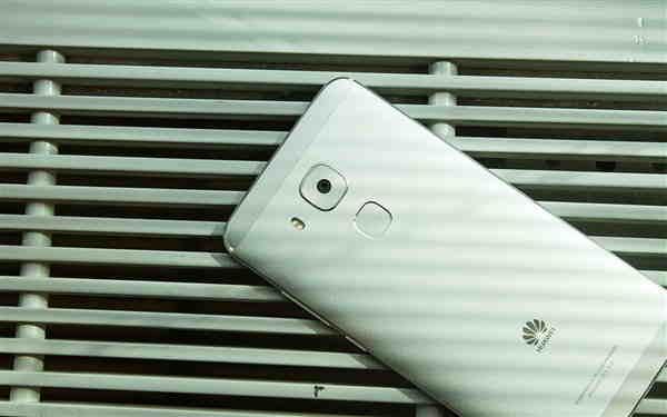 Pohled ze zadu na Huawei G9 Plus