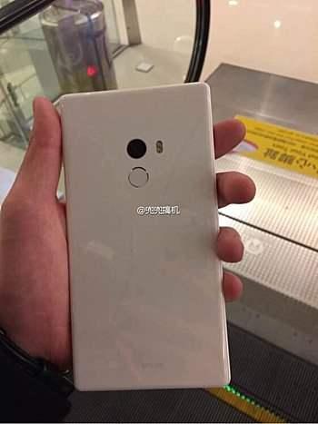 Xiaomi Mi Mix v bílé barvě