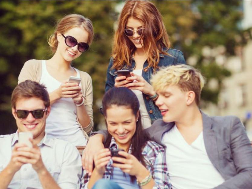 Chytré telefony vedou mladé lidi více k depresi a sebevraždám