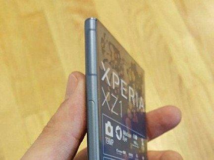 Nový únik fotografií ukazuje Sony Xperia XZ1 ze všech úhlu