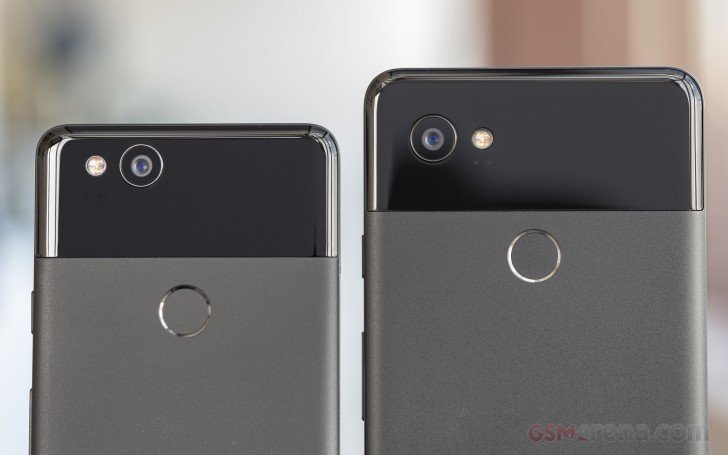 Vlevo Pixel 2 a vpravo Pixel 2 XL