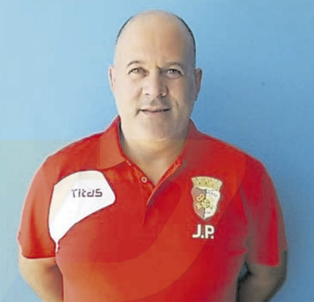 Joaquim Pereira fica mais uma época no Maximinense