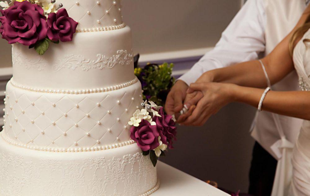 piece montee gateau mariage blanc roses
