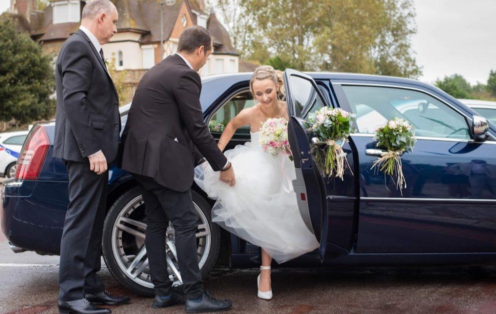mariée voiture fleurie