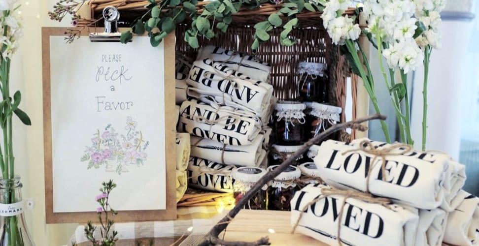 Un cadeau pour les femmes invitées à votre mariage : un tote bag personnalisé !