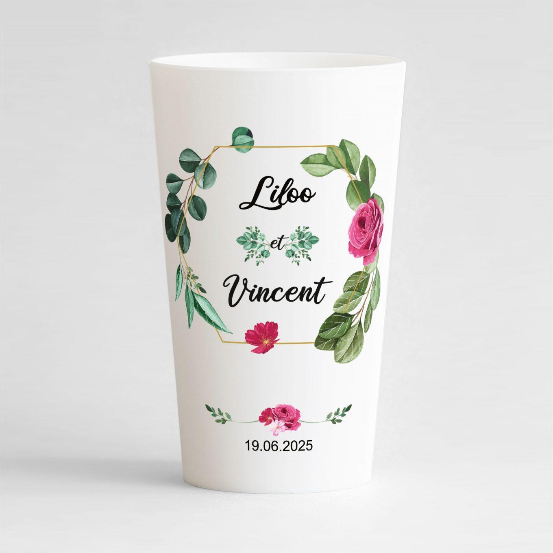 Un ecocup blanc de face personnalisé avec un thème mariage et un cadre végétal fleuri..