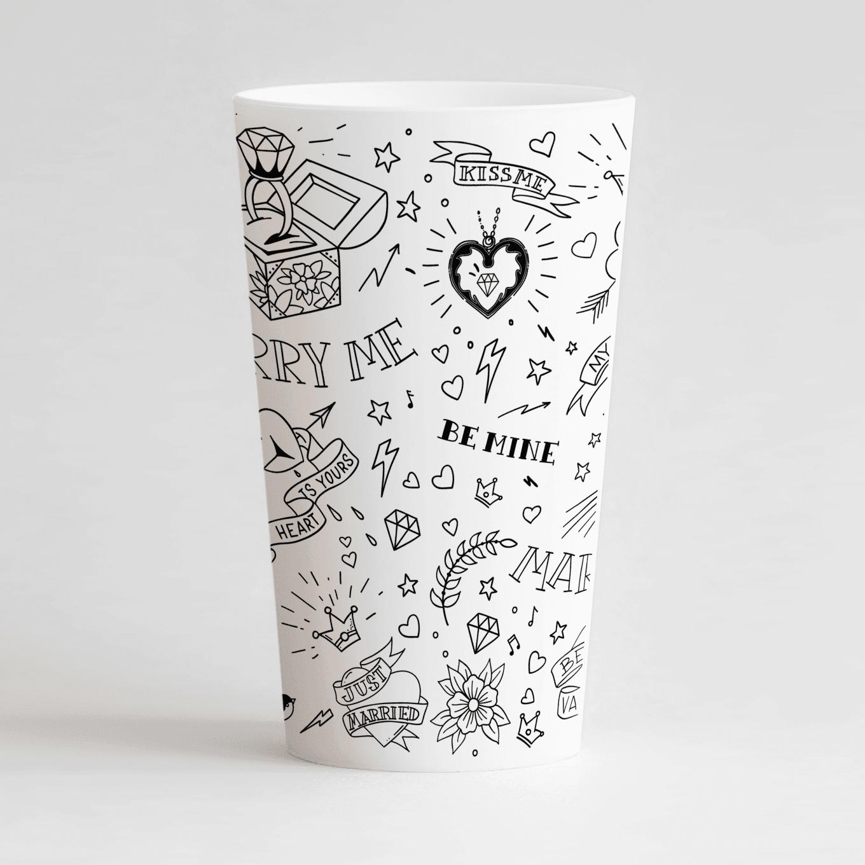 Un ecocup blanc de dos personnalisé avec un thème mariage avec des motifs tatouages
