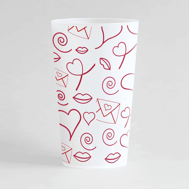 Un ecocup givre de dos personnalisé avec un thème mariage avec des motifs lettre d'amour, cœurs et fléches