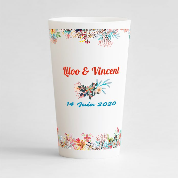Un ecocup blanc de dos avec un thème mariage, des frises florales d'ornement.