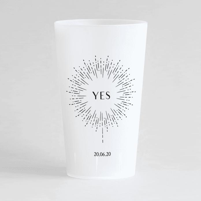 """Un ecocup givre de face personnalisé sur un thème mariage avec un feu d'artifice, une inscription """"yes"""" et la date du mariage"""