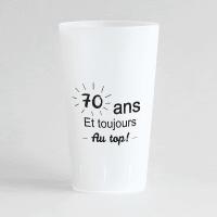 """Un ecocup givré de face personnalisable avec une inscription """"70 ans toujours au top""""."""
