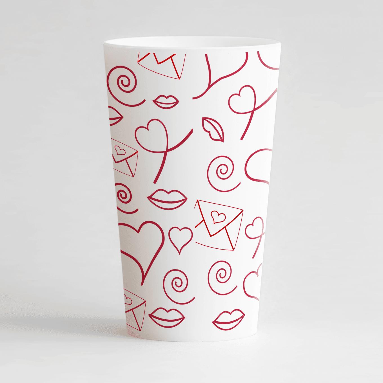 Un ecocup blanc de dos personnalisé avec un thème mariage avec des motifs lettre d'amour, cœurs et fléches