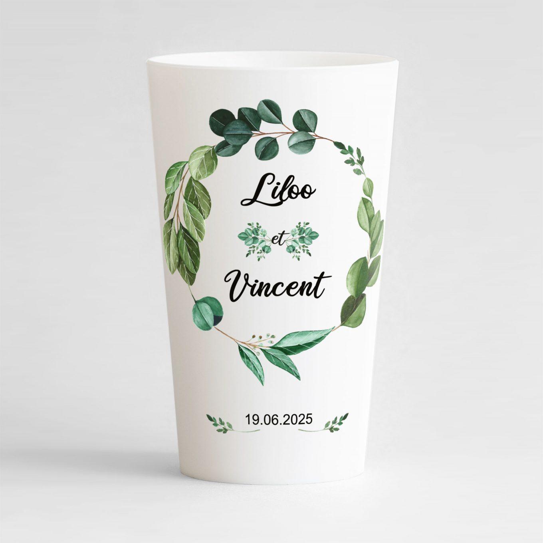 Un ecocup blanc de face personnalisé avec un thème mariage et une couronne végétale.