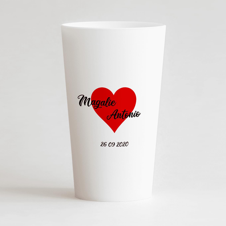 Un ecocup blanc de dos pour un mariage avec coeur rouge, prénoms et date.
