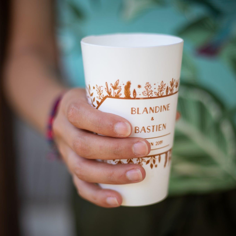 gobelet blanc personnalisé pour un mariage