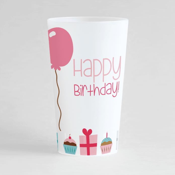 Un ecocup givré de face avec un thème anniversaire et des cadeaux et cupcakes