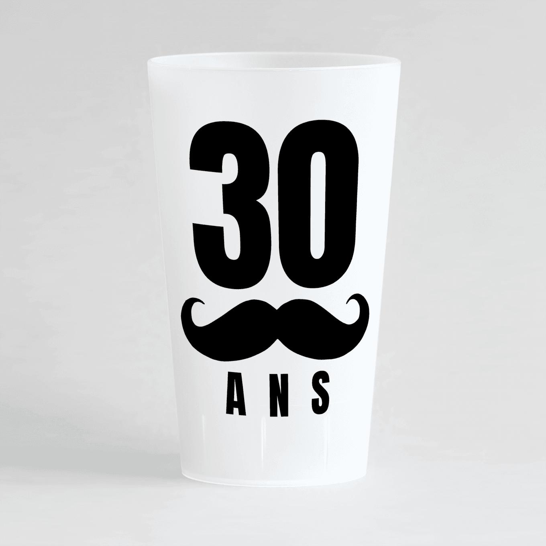 Un ecocup givré de face avec un âge personnalisable et une moustache.