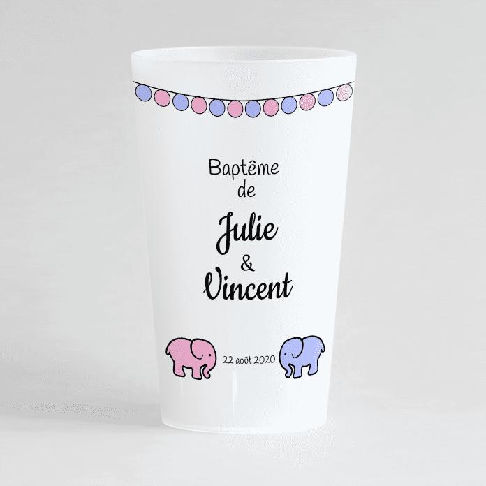 Un ecocup givré de face pour un baptême mixte avec des petits éléphants rose et bleu et des guirlandes.