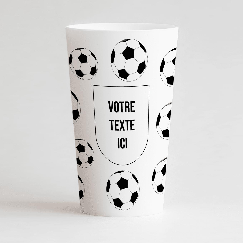 Un gobelet blanc de face, avec un des ballons de foot et une inscription à personnaliser