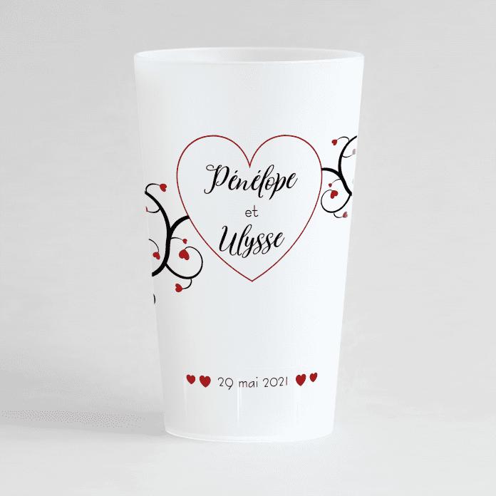 Un ecocup givré de face pour un mariage romantique avec les prénoms, la dateet des motifs coeurs.