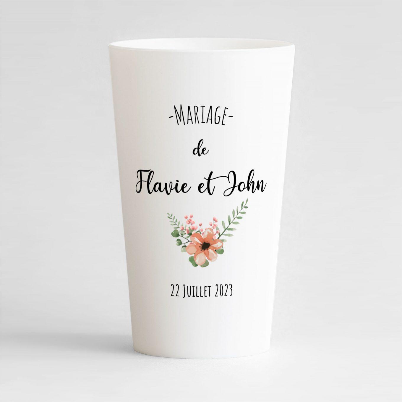 Un ecocup blanc de face avec le prénom des mariés, des fleurs et la date