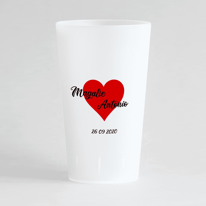 Un ecocup givré de dos pour un mariage avec coeur rouge, prénoms et date.