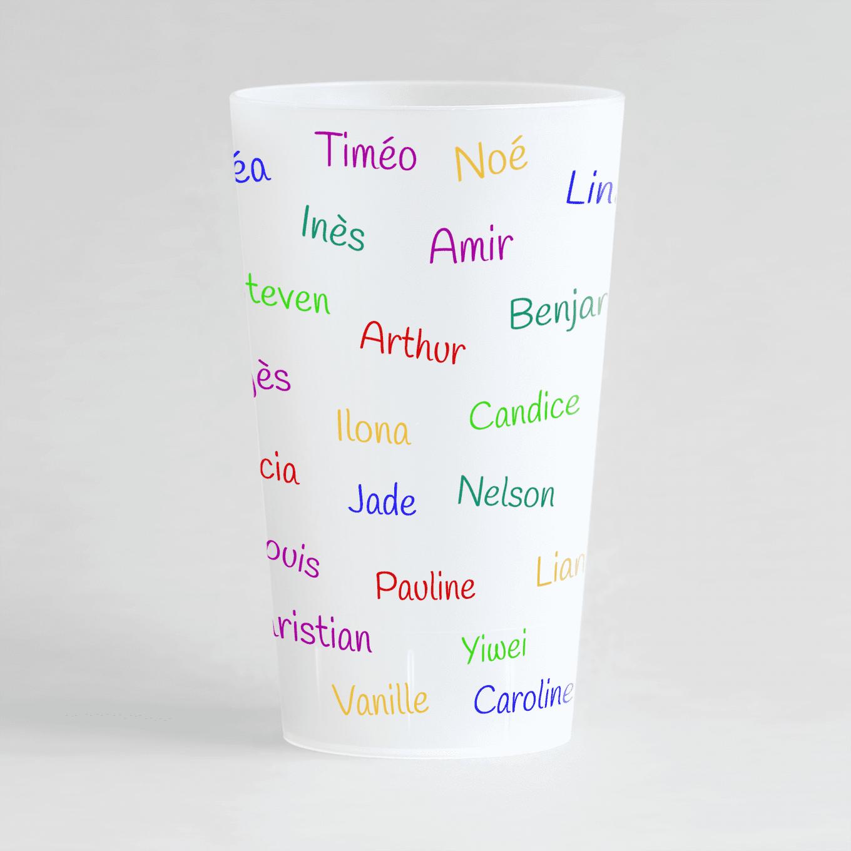 Un ecocup givré de dos avec les prénoms des enfants d'une classe par exemple.