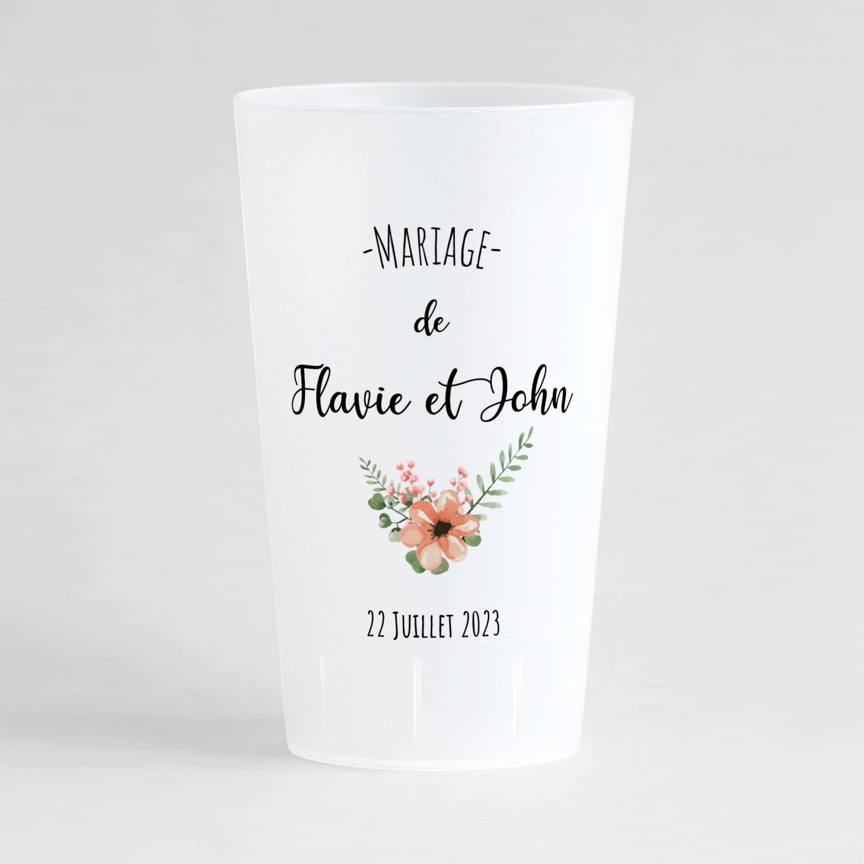 Un ecocup givré de face avec le prénom des mariés, des fleurs et la date