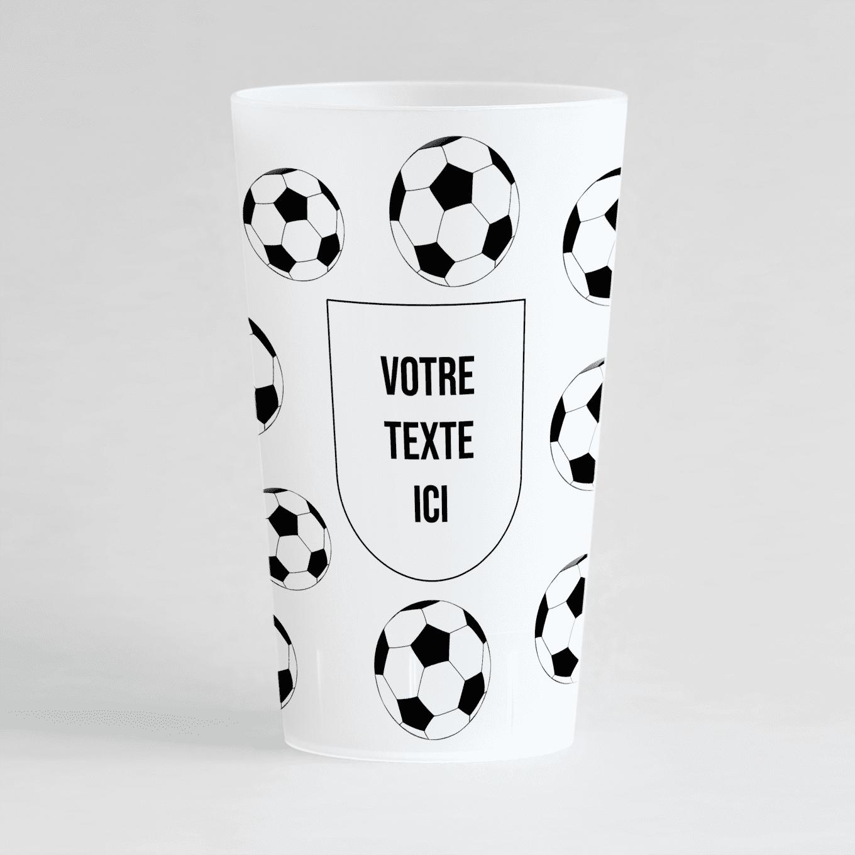 Un gobelet givré de face, avec un des ballons de foot et une inscription à personnaliser