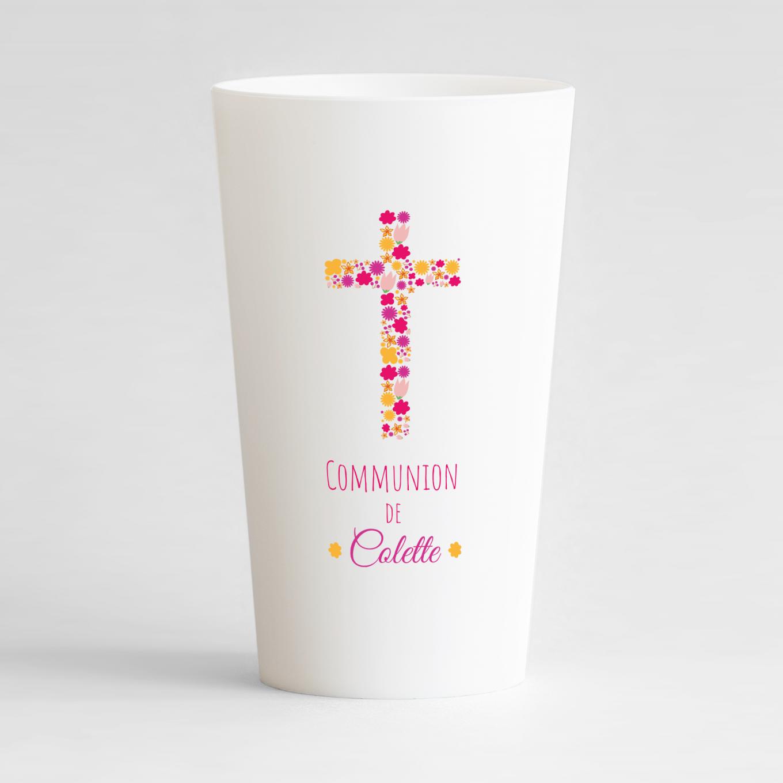 Un ecocup blanc de face pour une communion avec une croix de fleurs